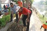 KPU Kota Mojokerto Ikuti Karya Bhakti Bersih-Bersih Sungai Sadar
