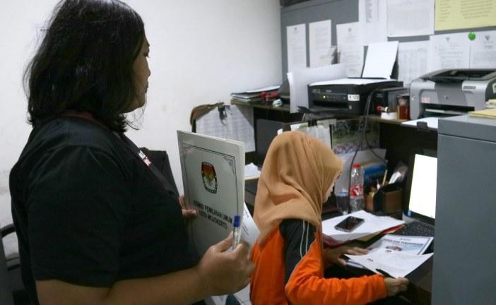 Pengiriman Berkas Usulan Penghargaan Ke KPU Provinsi Jatim
