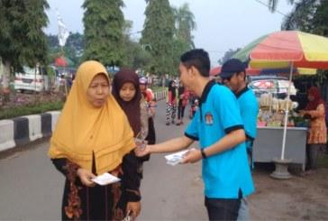 Kegiatan Bagi Brosur di CFD Surodinawan
