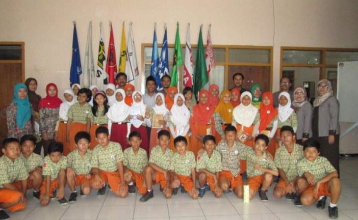 Kunjungan SDN II Purwotengah di KPU Kota Mojokerto