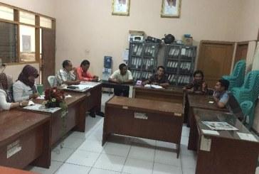 Rapat Internal : Kesiapan bahan rapat di KPU Jatim