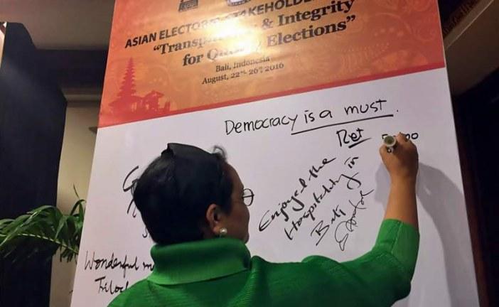 Menlu:Democracy Is Not An Option, It's A Must
