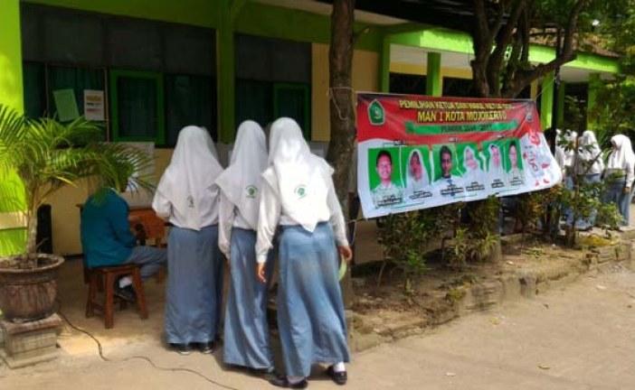 Pendampingan oleh KPU di Pemilos MAN 1 Kota Mojokerto
