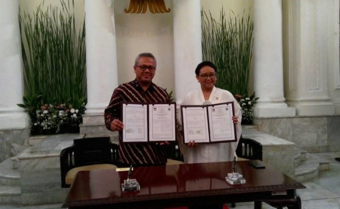 Ketua KPU RI dan Menlu RI Teken MoU Pelaksanaan Pemilu 2019 di Luar Negeri