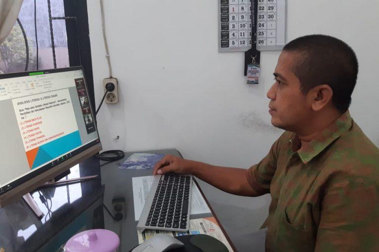 """Webinar Nasional """"Literasi dan Launching Buku Pemilihan"""" Bersama KPU Kabupaten/Kota Se-Jatim"""